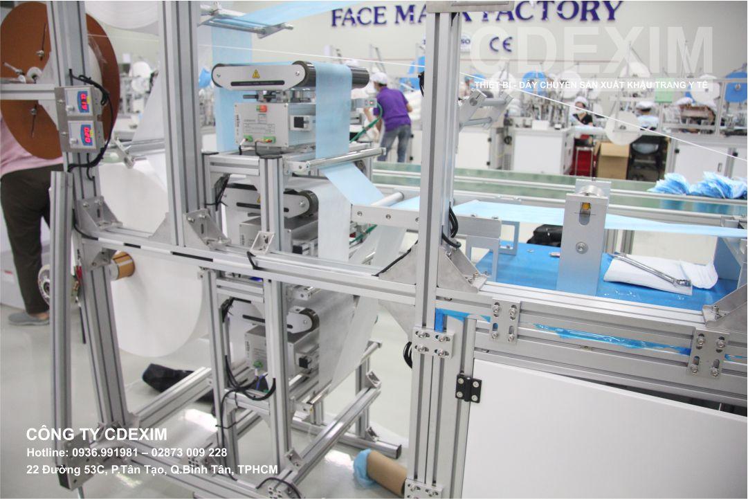 Bộ căn chỉnh vải tự động trên dây chuyền sản xuất khẩu trang y tế