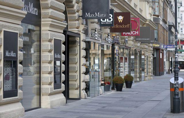 Cửa hàng tạm dừng hoạt động ở trung tâm Vienna, Áo ngày 17/11. (Ảnh: AP)